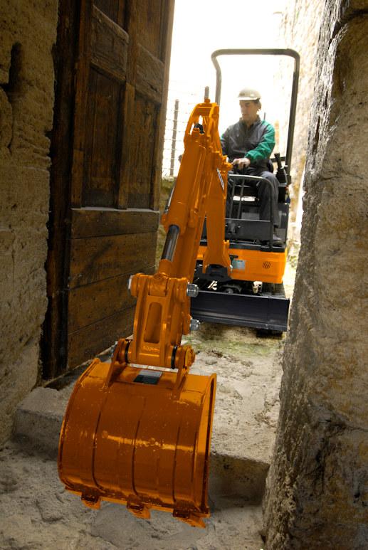 KATO 12 VXE  Minibagger  im Einsatz auf dem Bau
