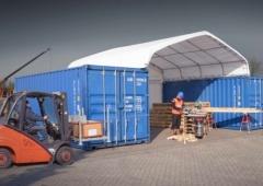 Beispiel für eine Containerüberdachung als Lagerhalle für eine Baustelle